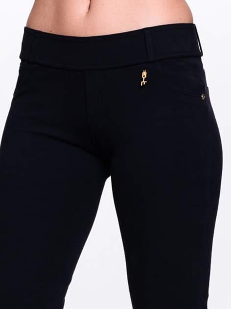 Czarne spodnie dresowe ze złotymi napami                                  zdj.                                  5