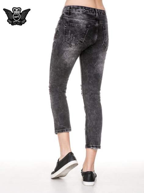 Czarne spodnie jeansowe rurki z dziurami przetarciami                                  zdj.                                  4
