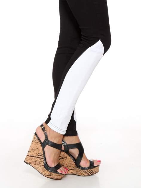 Czarne spodnie jeansowe two tone z białymi modułami na dole                                  zdj.                                  8