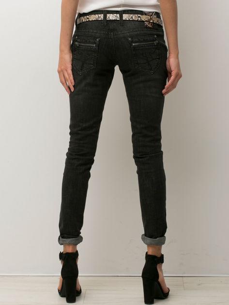 Czarne spodnie jeansowe z przetarciami                               zdj.                              2