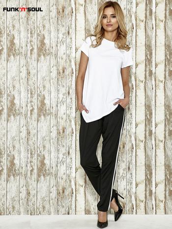 Czarne spodnie materiałowe z białym lampasem                                  zdj.                                  8