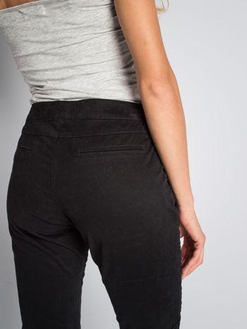 Czarne spodnie materiałowe z przeszyciami na kolanach                                  zdj.                                  6