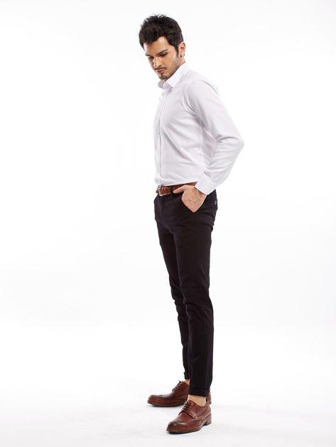 Czarne spodnie męskie chinosy o prostym kroju                              zdj.                              6