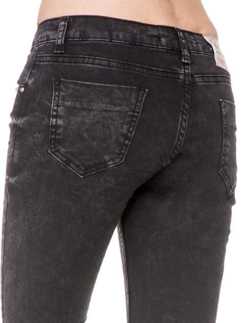 Czarne spodnie skinny jeans z dżetami przy kieszeniach                                  zdj.                                  8