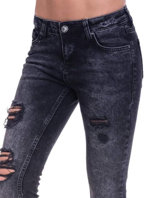 Czarne spodnie skinny jeans z dziurami                                  zdj.                                  6