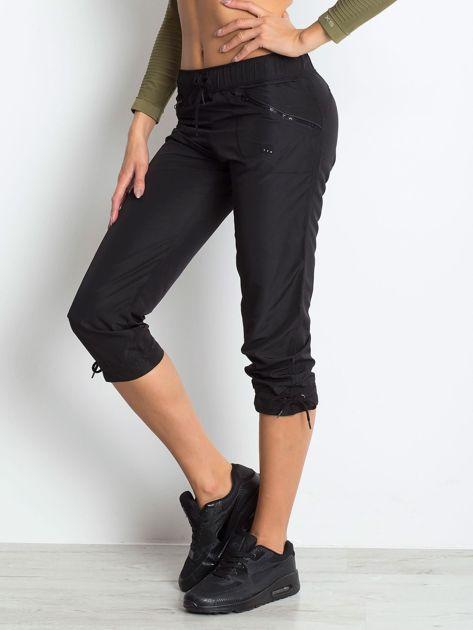 Czarne spodnie sportowe capri z wiązaniem                              zdj.                              3
