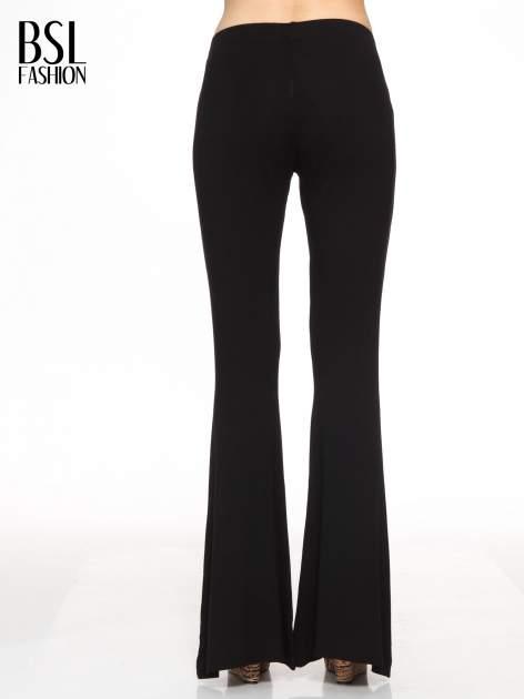Czarne spodnie typu dzwony                                  zdj.                                  4