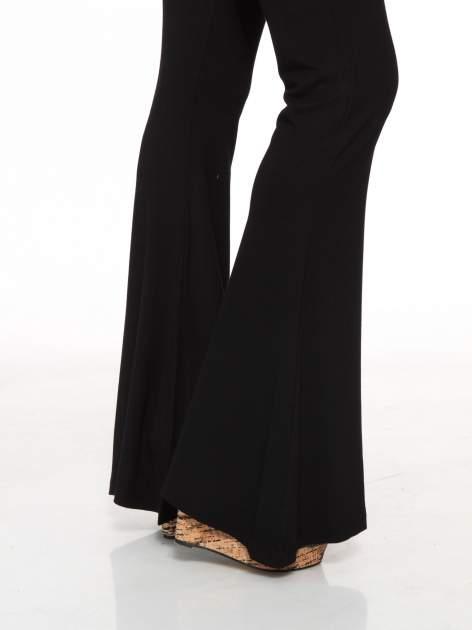 Czarne spodnie typu dzwony                                  zdj.                                  7