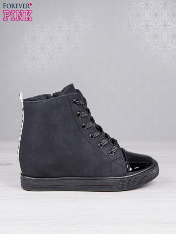 Czarne sznurowane sneakersy Polly z napisem LOVE