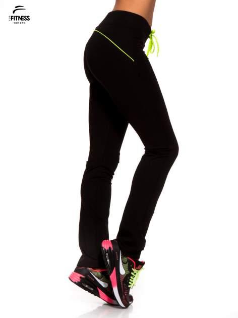 Czarne termoaktywne spodnie do biegania o prostej nogawce z fluozieloną wstawką ♦ Performance RUN                                  zdj.                                  3