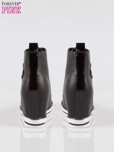 Czarne trampki na koturnie w stylu sneakersów                                  zdj.                                  3