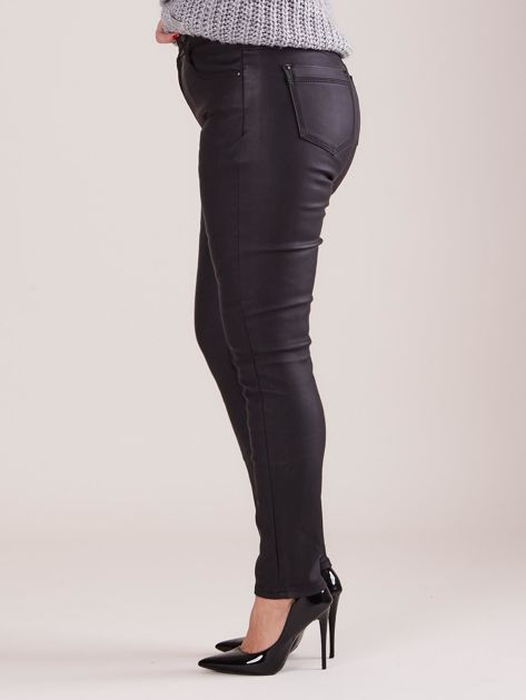Czarne woskowane spodnie PLUS SIZE                              zdj.                              3