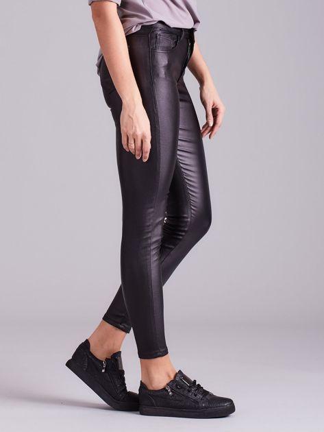Czarne woskowane spodnie skinny                              zdj.                              4