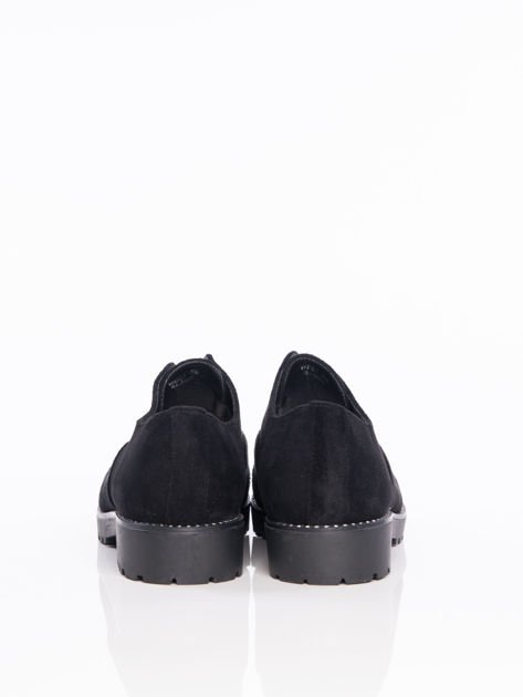 Czarne zamszowe półbuty z ozdobną wstawką z przodu buta wysadzaną błyszczącymi dżetami                                  zdj.                                  3