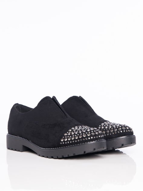 Czarne zamszowe półbuty z ozdobną wstawką z przodu buta wysadzaną błyszczącymi dżetami                                  zdj.                                  2