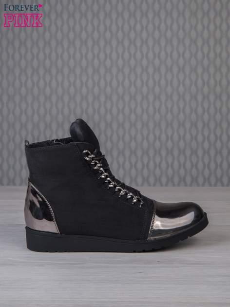Czarne zamszowe sneakersy z lustrzanymi elementami                                  zdj.                                  1