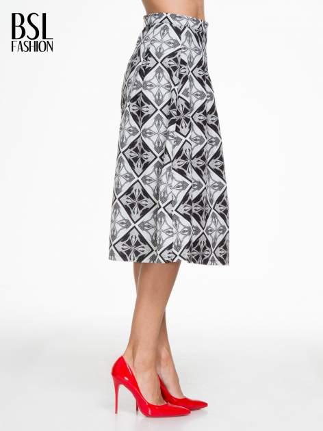 Czarno-biała rozkloszowana spódnica midi w ornamentowy wzór II                                  zdj.                                  3