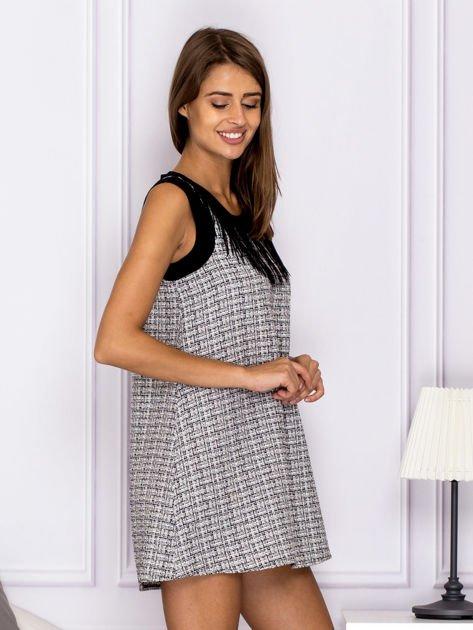 Czarno-biała sukienka z frędzlami przy dekolcie                                  zdj.                                  3