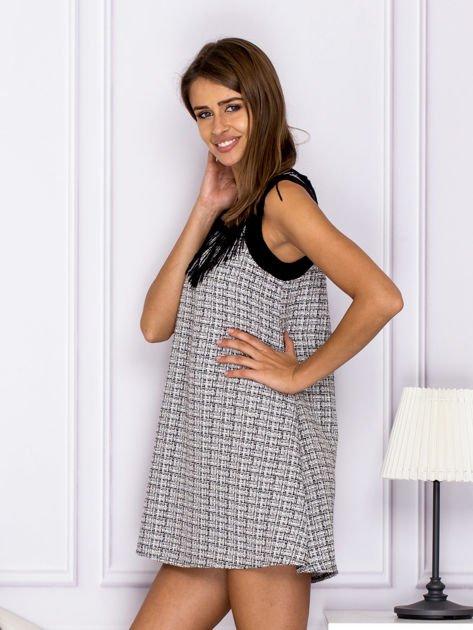 Czarno-biała sukienka z frędzlami przy dekolcie                              zdj.                              5