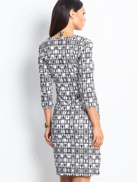 Czarno-biała wzorzysta sukienka tuba                              zdj.                              2