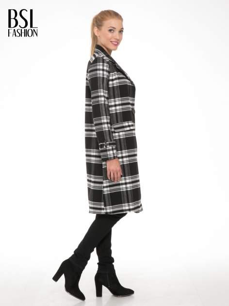 Czarno-biały wełniany płaszcz w kratę zapinany na jeden guzik                                  zdj.                                  3
