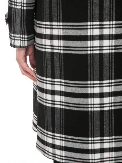 Czarno-biały wełniany płaszcz w kratę zapinany na jeden guzik                                  zdj.                                  8