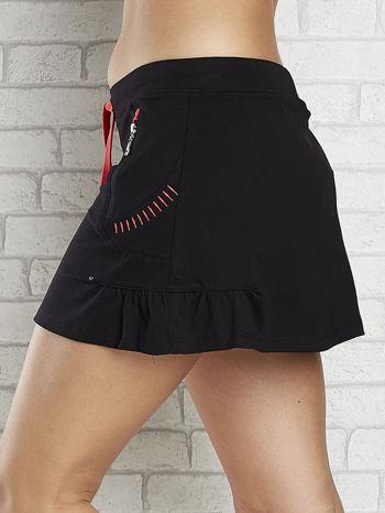 Czarno-czerwona spódnica dresowa z falbanką i troczkiem                                  zdj.                                  5