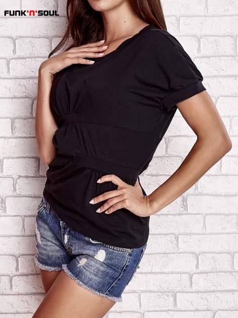 Czarny asymetryczny t-shirt z zapięciem na plecach FUNK N SOUL                                  zdj.                                  3