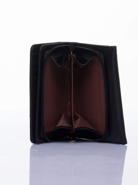 Czarny ażurowany portfel ze złotym zapięciem                                  zdj.                                  4