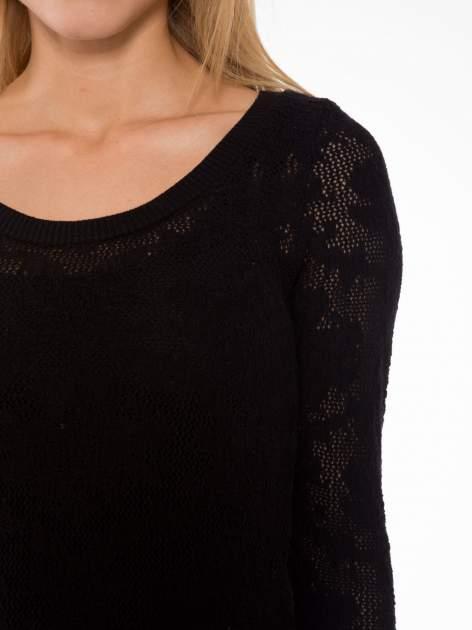 Czarny ażurowy sweter z rękawami 3/4                                  zdj.                                  5