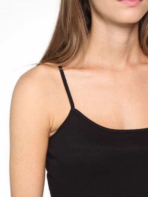 Czarny basicowy top na cienkich ramiączkach                                  zdj.                                  6