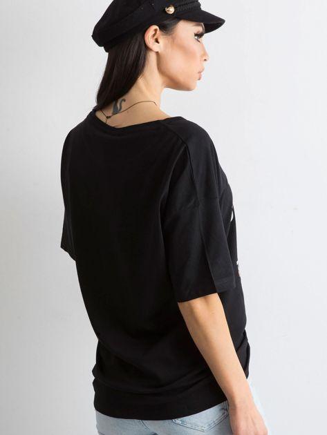 Czarny damski t-shirt z aplikacją                              zdj.                              2