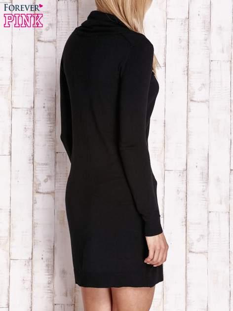 Czarny długi sweter z golfem i dekoltem w prążki                                  zdj.                                  4