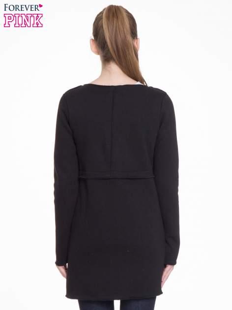 Czarny dresowy bluzopłaszczyk o pudełkowym kroju                                  zdj.                                  4