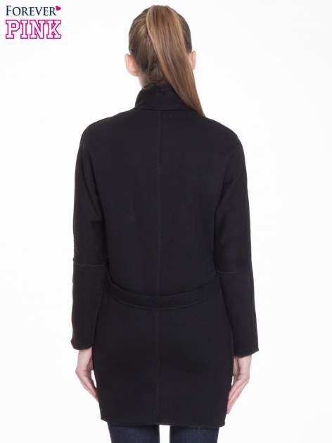 Czarny dresowy płaszcz o kroju oversize                                  zdj.                                  4