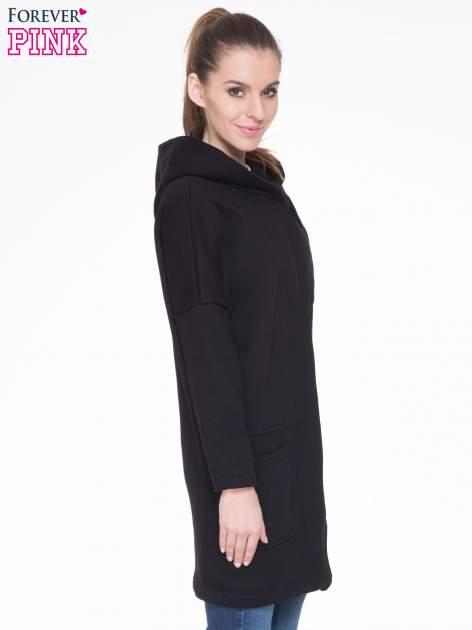 Czarny dresowy płaszcz z kapturem i kieszeniami                                  zdj.                                  3