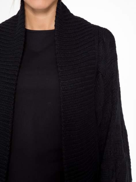 Czarny dziergany sweter typu otwarty kardigan                                  zdj.                                  5