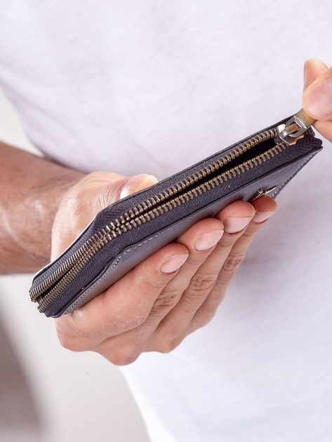 Czarny męski portfel skórzany na suwak                              zdj.                              5