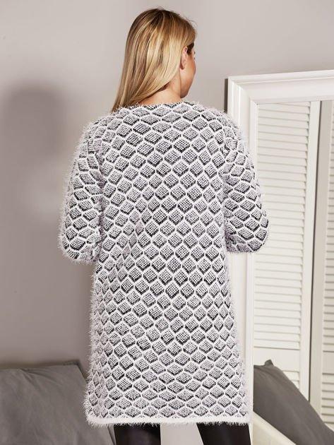 Czarny otwarty sweter w geometryczny wzór                                  zdj.                                  2