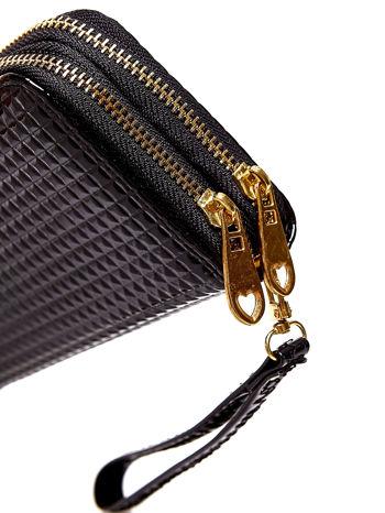 Czarny pikowany portfel z uchwytem na rękę                                  zdj.                                  5