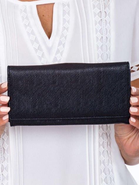 Czarny portfel damski z zapięciem na zatrzask