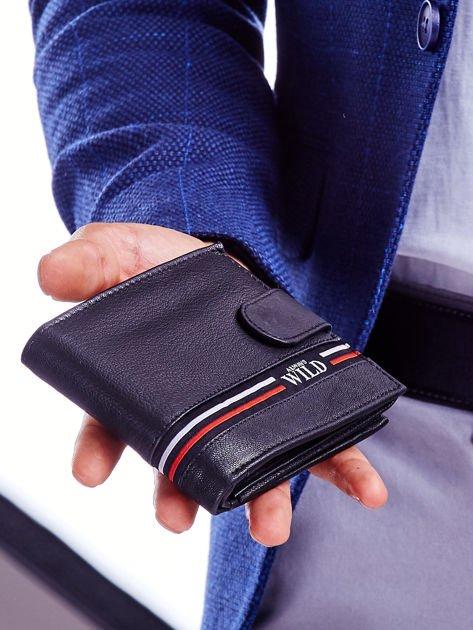 Czarny portfel dla mężczyzny z materiałowym modułem                              zdj.                              5