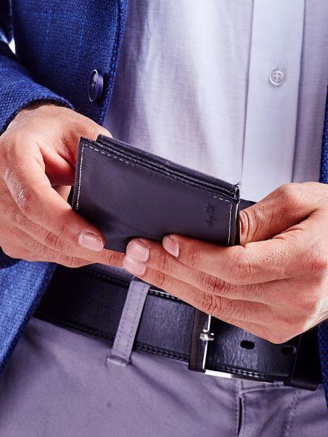 Czarny portfel dla mężczyzny z tłoczeniem                              zdj.                              5