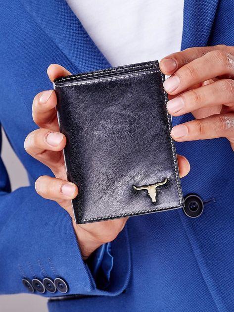 Czarny portfel męski skórzany z emblematem