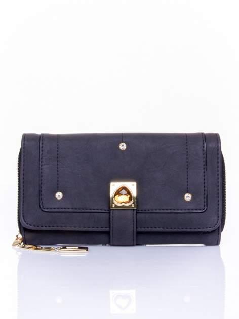 Czarny portfel z dżetami i ozdobnym zapięciem                                  zdj.                                  1