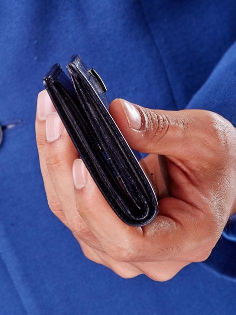 Czarny portfel z tłoczeniami męski                               zdj.                              8