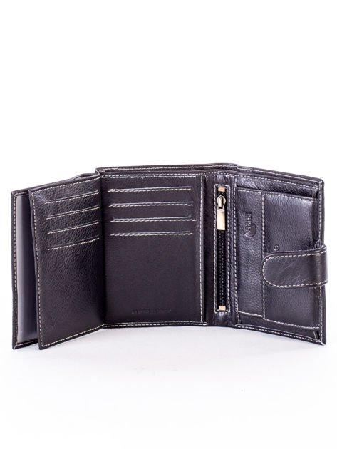 Czarny portfel ze skóry naturalnej z emblematem                              zdj.                              6