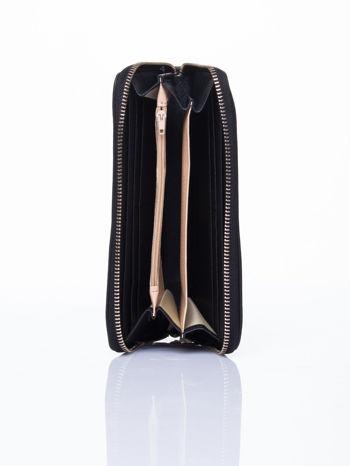 Czarny portfel ze złotym logo i uchwytem                                  zdj.                                  3