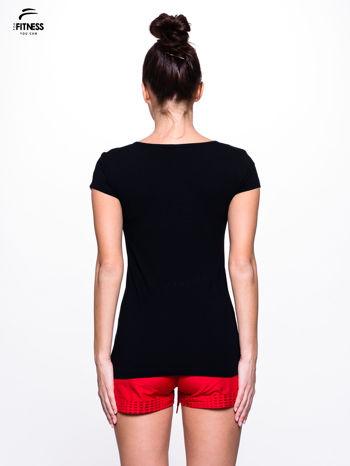 Czarny prosty t-shirt sportowy                                  zdj.                                  4