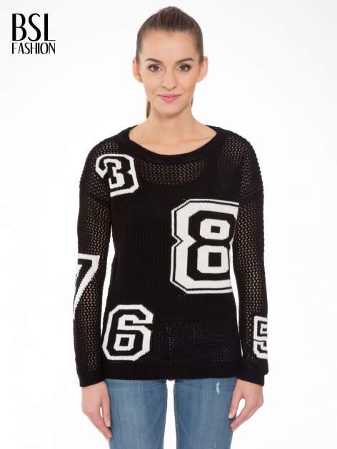 Czarny siatkowy sweter z nadrukiem numerycznym                                  zdj.                                  1